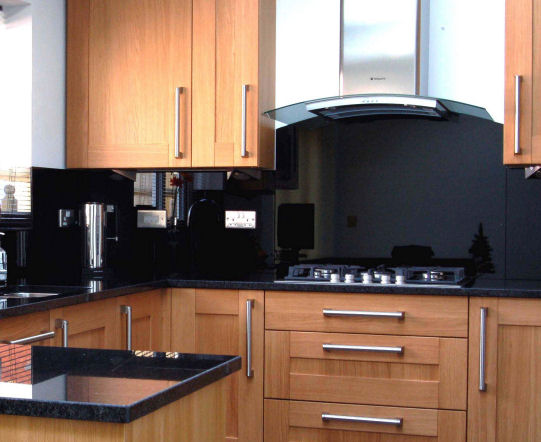 Plain-Glass-Splashback